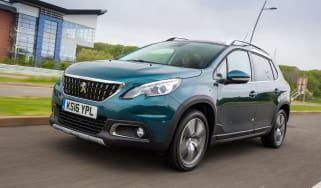 Peugeot 2008 Allure 2016 - front tracking