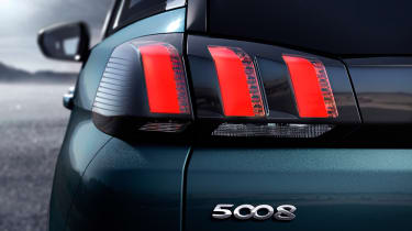 New Peugeot 5008 2016 - blue rear light