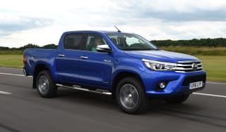 Toyota Hilux 2016 - front tracking