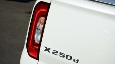 Mercedes X 250 d - X 250 d badge