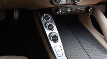 Ferrari GTC4 Lusso - centre console