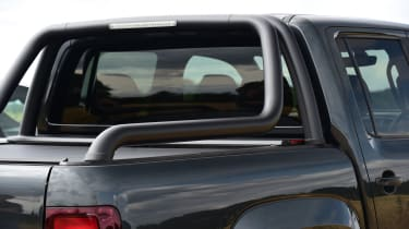 Volkswagen Amarok Dark Label - bar