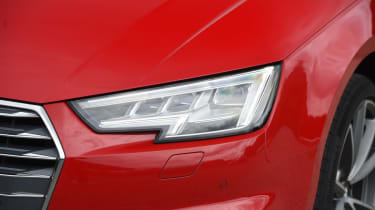 XE vs Gulia vs A4 - A4 - headlight