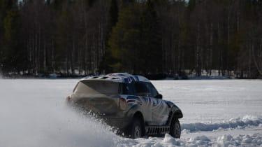 MINI Countryman ALL4 Dakar - rear tracking