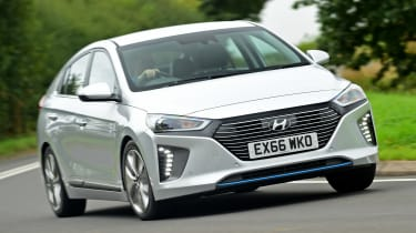Hyundai IONIQ hybrid 2016 UK - front cornering