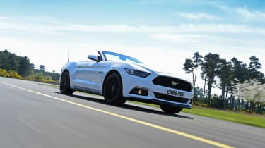 Convertible megatest - Ford Mustang - front tracking