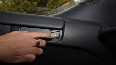 Land Rover Discovery - button