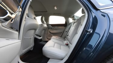 Volvo S90 - rear seats
