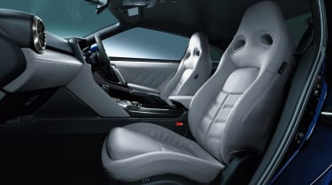 2022 Nissan GT-R - seats