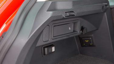 Volkswagen Tiguan 2016 - boot anchor