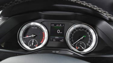 Skoda Superb - dials