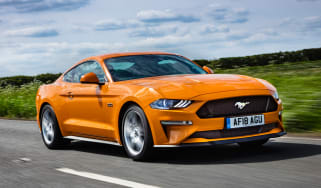 Ford Mustang V8 - front