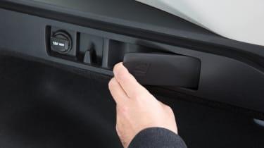 Kia Optima Estate 2016 - rear seat lever