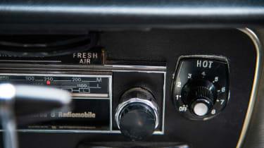 Jaguar XJ12 S1 Vanden Plas radio