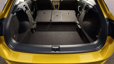 Volkswagen T-Roc - boot seats down 2