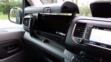 Peugeot e-Expert - glovebox