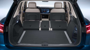 Volkswagen Touareg - boot seats down