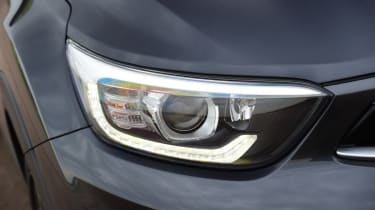 Kia Stonic - front headlight