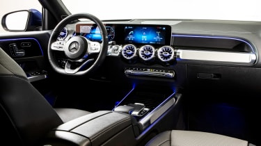 Mercedes GLB - studio interior