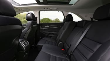 Kia Sorento 2.2 CRDi KX-4 auto - rear seats