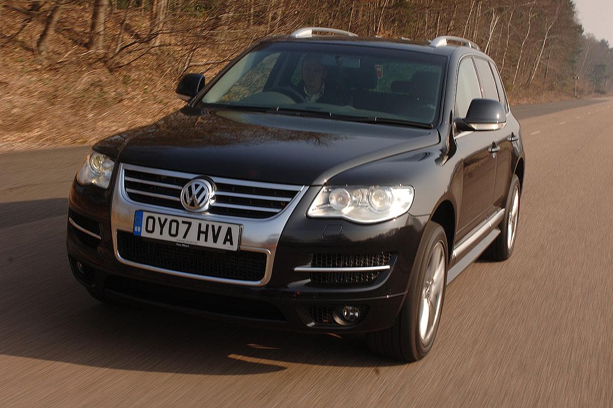 Vw Touareg Altitude 3 0 V6 Tdi Reviews Auto Express