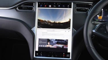 Tesla Model X - reversing camera