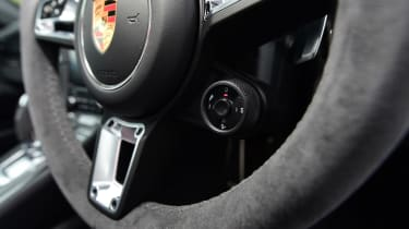 Porsche 911 GTS - steering wheel detail