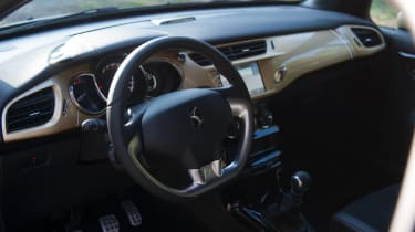DS 3 Performance review 2016 - interior