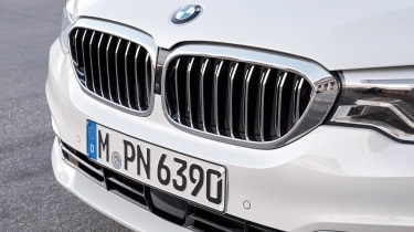 BMW 5 Series Touring - grille