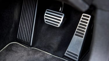 Volvo V60 T8 Twin Engine - pedals