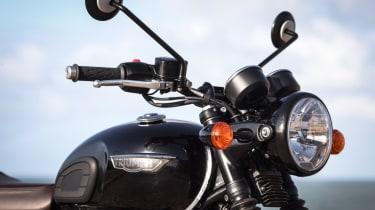 Triumph Bonneville T120 review - headlights