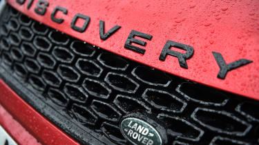 Land Rover Discovery Sport - grille