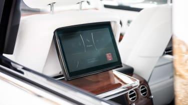 Rolls-Royce Phantom - rear screens