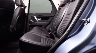 Land Rover Discovery Sport - middle seats