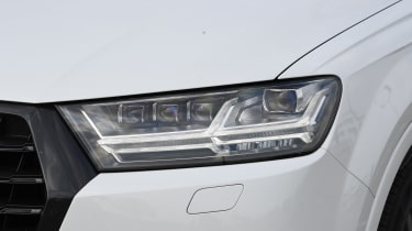 Audi SQ7 Vorsprung - front light