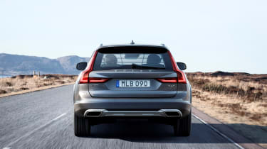 Volvo V90 Cross Country - official rear tracking