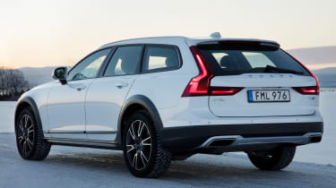 Volvo V90 Cross Country 2017 - rear quarter