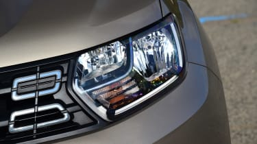 Dacia Duster - front lights
