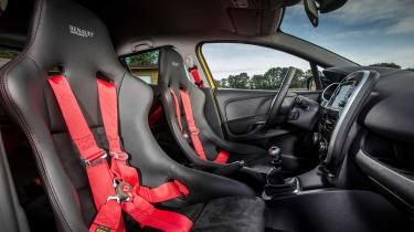Clio R.S. 16 - front seats