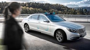 Mercedes Co-operative car - driving 3/4