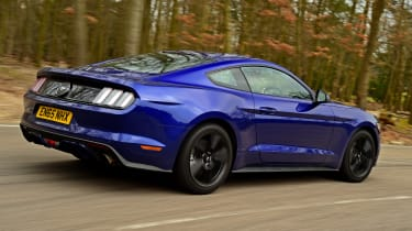 Ford Mustang 2.3 EcoBoost 2016 - rear tracking