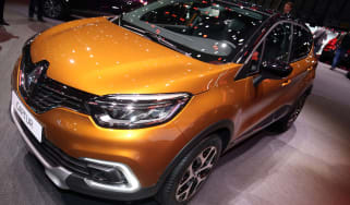 Facelifted Renault Captur Geneva - front orange