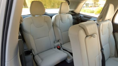 Volvo XC90 2015 - rear seats