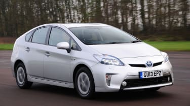 Toyota Prius plug-in 2013 front tracking