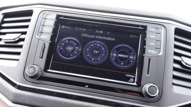 Volkswagen Amarok Dark Label - infotainment