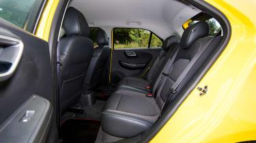 MG3 - back seats