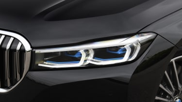 BMW 745Le xDrive - front lights