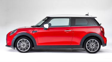 MINI 3-door hatch facelift - side red