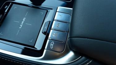 Lexus LS 500h 2018 review - control pad