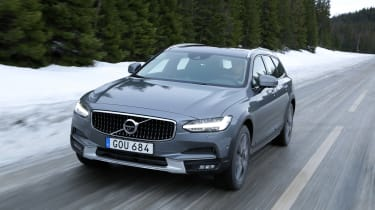Volvo V90 Cross Country - front tracking